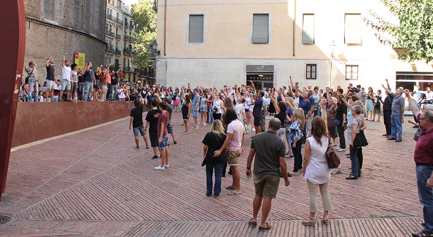TEATRE_BARCELONA-sang_fetge-flash_mob-neus_riba-REVISTA_12