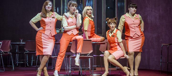 Entrades amb descompte per veure 'T'estimo si he begut' de T de Teatre, Dagoll Dagom i La Brutal